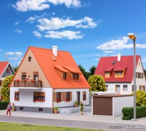 Kibri 38748 H0 Dom z tarasem, garażem i pergolą
