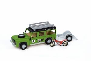 Land Rover z przyczepą i motocyklem