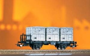 Piko 58063 Trzy wagony platformy BT 91 z kontenerami, DR, Ep. III