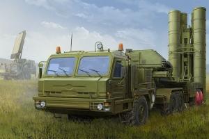 Hobby Boss 85517 Samochód ciężarowy BAZ-64022 z wyrzutnią rakiet 5P85TE2 TEL S-400 1:35