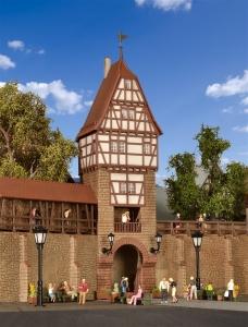 Kibri 38914 H0 Mury obronne z wieżą z drewnianymi elementami