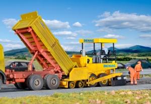 Kibri 11652 H0 Rozściełarka asfaltu Demag DF 120 P
