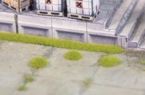Kępy i paski trawy jasnozielonej