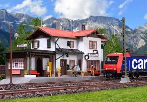 Kibri 39496 Stacja kolejowa Maienfeld z oświetleniem LED