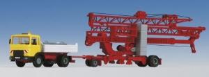 Żuraw dolnoobrotowy Liebherr SK 20 z ciężarówką MAN