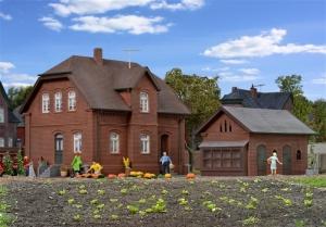 Dom ze składzikiem