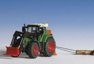 Kibri 12246 H0 Traktor Fendt 926 z osprzętem i pniami