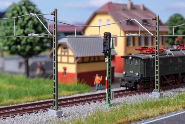 Viessmann 4413 N Semafor świetlny z sygnałem wyjścia