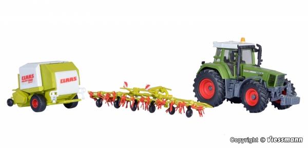Kibri 12233 H0 Traktor Fendt Favorit 926 z osprzętem rolniczym