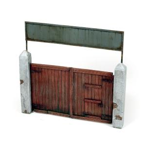 Vallejo SC006 Diorama Accessories Drewniana brama wjazdowa 15x15 cm. 1:35