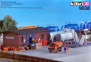 Kibri 39838 Baza paliwowa z magazynem i cysterną Mercedes